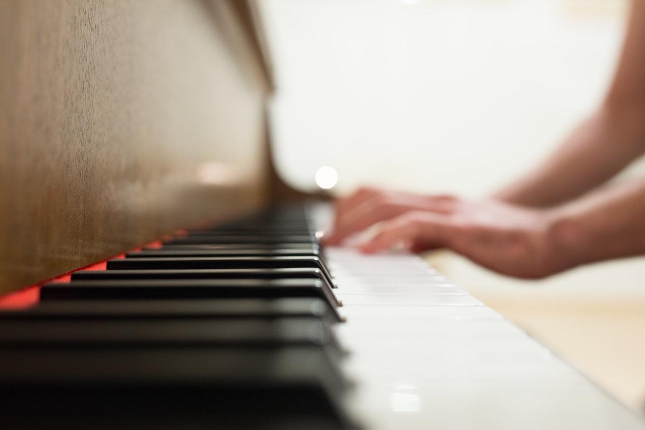 Någon som spelar piano
